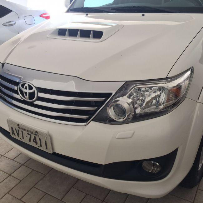 Toyota Hilux SW4 3.0 TDI 4x4 SR 5L Auto - Foto #1