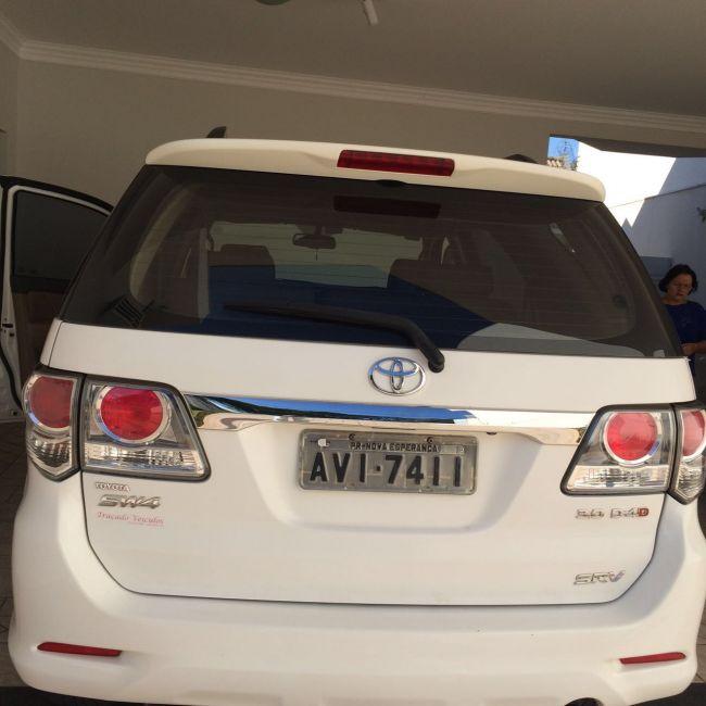 Toyota Hilux SW4 3.0 TDI 4x4 SR 5L Auto - Foto #2