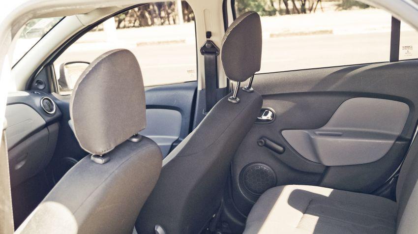 Renault Logan Expression 1.0 16V (flex) - Foto #8