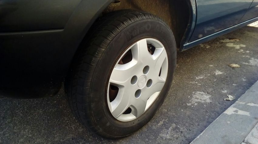 Ford Fiesta Hatch GL 1.0 MPi - Foto #3