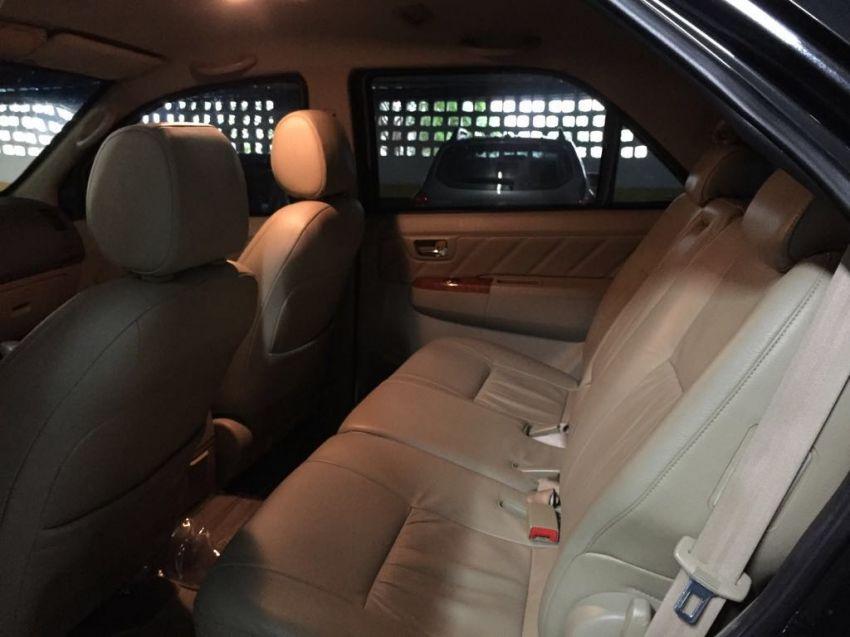 Toyota Hilux SW4 3.0 TDI 4x4 SRV 7L (Aut) - Foto #5