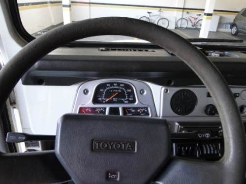 Toyota Bandeirante Jipe BJ50Lv 4x4 3.7 (teto rígido) - Foto #3