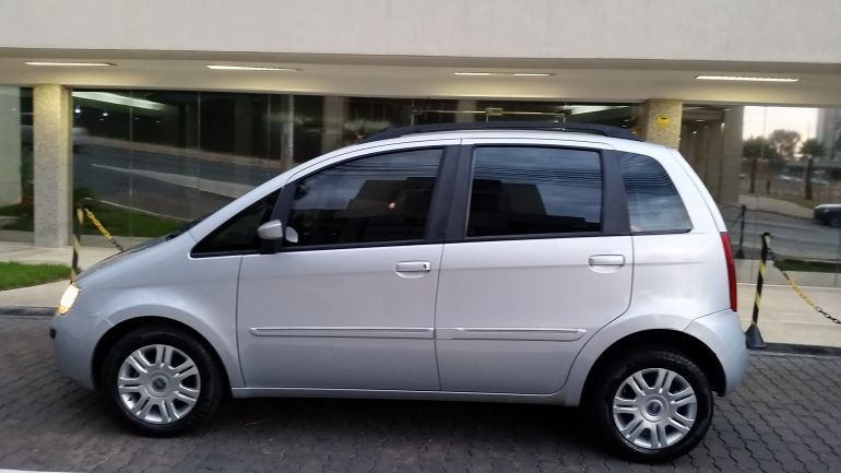 Fiat Idea HLX 1.8 (Flex) - Foto #1