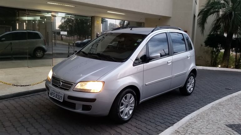 Fiat Idea HLX 1.8 (Flex) - Foto #6
