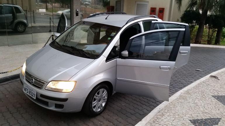 Fiat Idea HLX 1.8 (Flex) - Foto #8