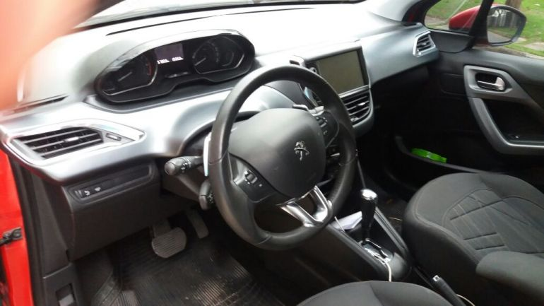 Peugeot 208 1.6 16V Griffe (Flex) (Aut) - Foto #1