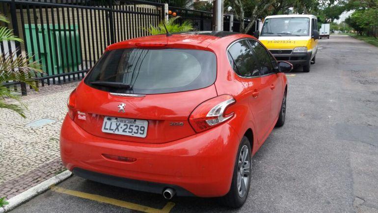 Peugeot 208 1.6 16V Griffe (Flex) (Aut) - Foto #2