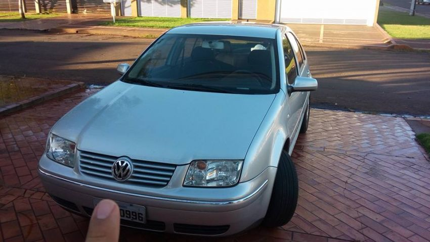 Volkswagen Bora 2.0 MI Comfortline (Aut) - Foto #2