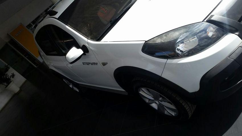 Renault Sandero Stepway 1.6 8V - Foto #2