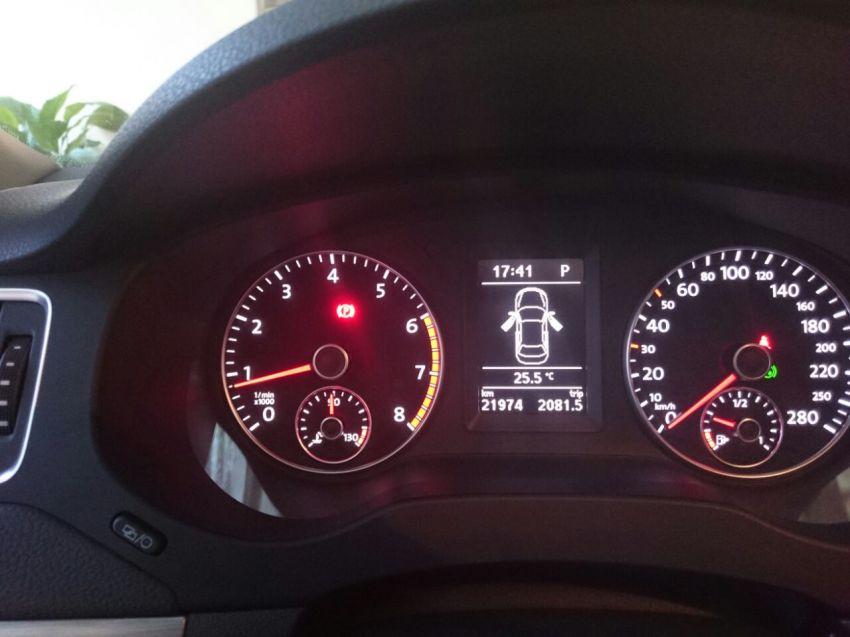 Volkswagen Jetta 2.0 TSI Highline DSG - Foto #4