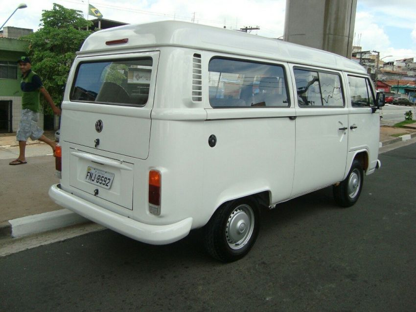 Volkswagen Kombi Standard 1.6 (Álcool) - Foto #1