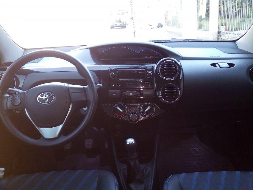 Toyota Etios XS 1.5 (Flex) - Foto #4