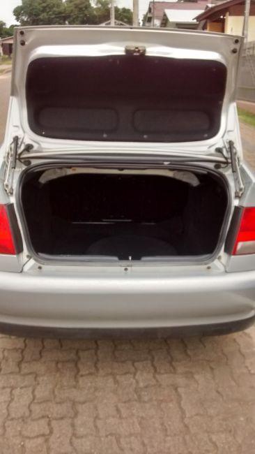 Volkswagen Polo Classic 1.8 MI - Foto #1