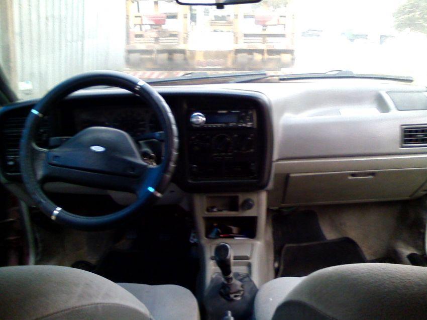 Ford Versailles GL 1.8 i - Foto #6