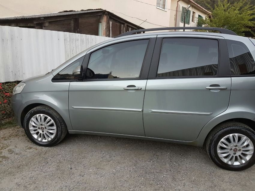 Fiat Idea Attractive 1.4 (Flex) - Foto #2