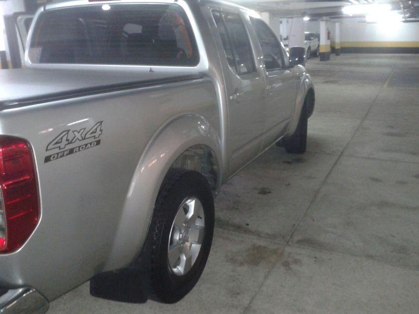 Nissan Frontier XE 4x4 2.5 16V (cab. dupla) - Foto #2
