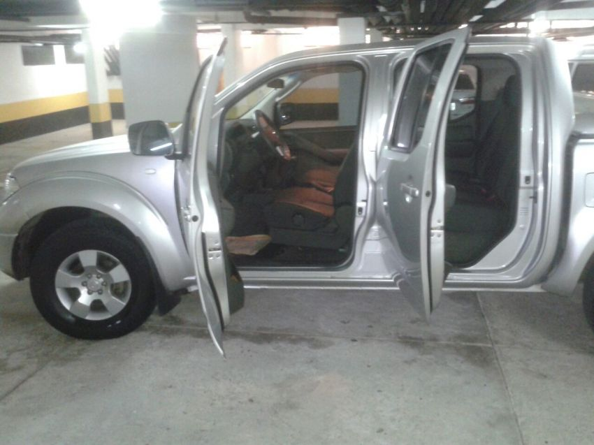 Nissan Frontier XE 4x4 2.5 16V (cab. dupla) - Foto #4