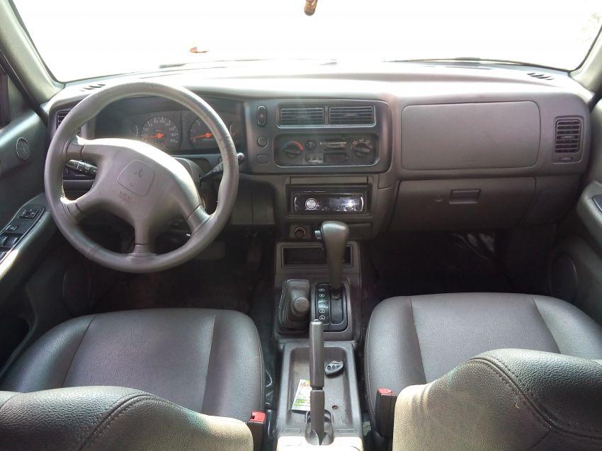 Mitsubishi L 200 Sport HPE 4x4 2.5 (aut) (cab. dupla) - Foto #2