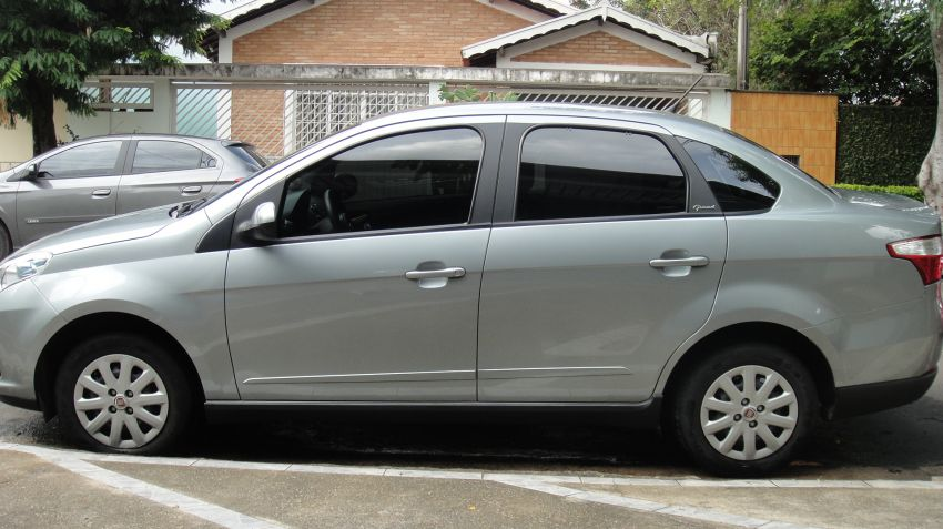 Fiat Grand Siena Attractive 1.4 8V (Flex) - Foto #2