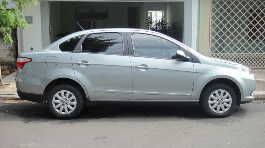 Fiat Grand Siena Attractive 1.4 8V (Flex) - Foto #9
