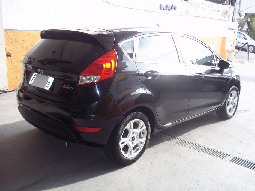 Ford New Fiesta 1.6 SE PowerShift - Foto #1