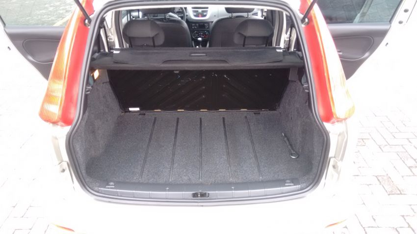Peugeot 207 SW XR 1.4 8V (flex) - Foto #9