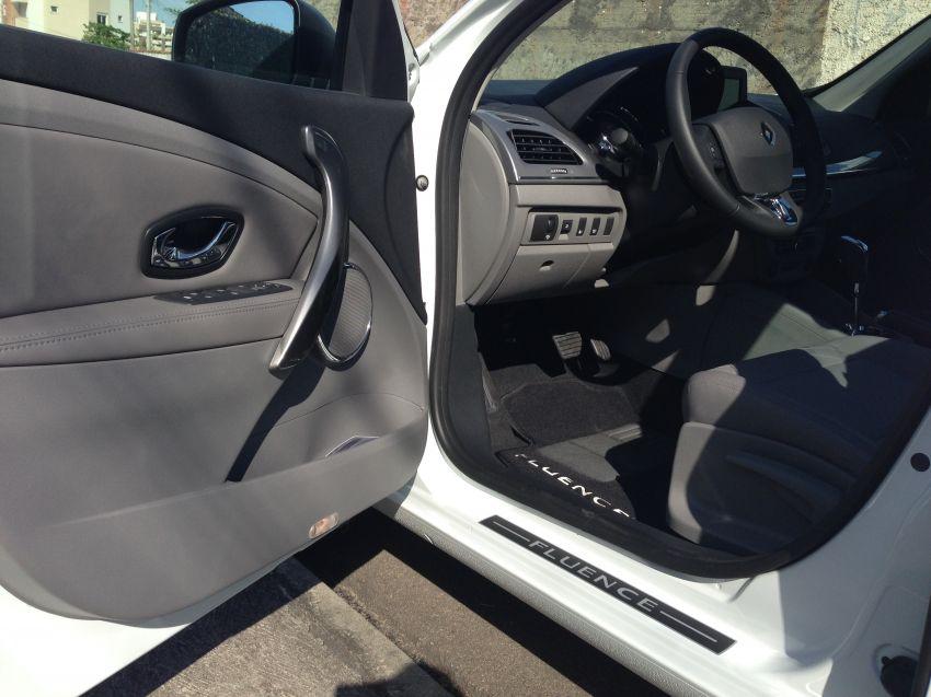 Renault Fluence 2.0 16V Privilege (Aut) (Flex) - Foto #2