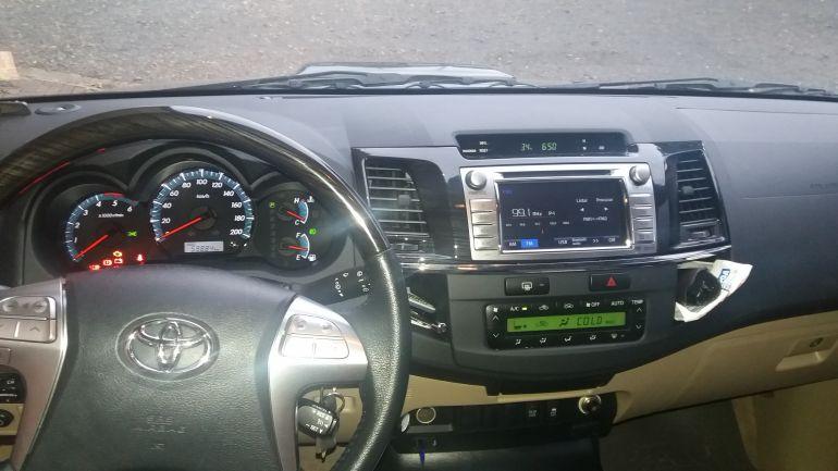 Toyota Hilux SW4 3.0 TDI 4x4 SRV 7L (Aut) - Foto #6