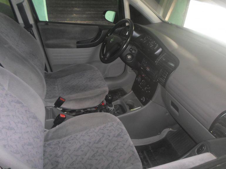 Chevrolet Zafira 2.0 16V - Foto #5