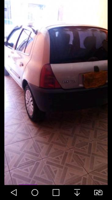 Renault Clio Hatch RL 1.0 8V - Foto #3