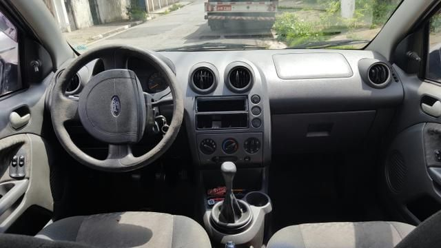 Ford Fiesta Hatch 1.0 MPi - Foto #7