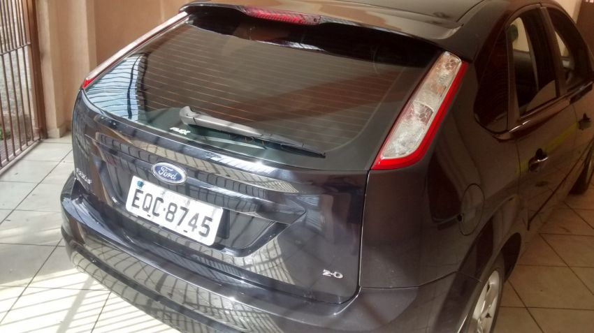 Ford Focus Hatch GLX 2.0 16V (Flex) - Foto #2