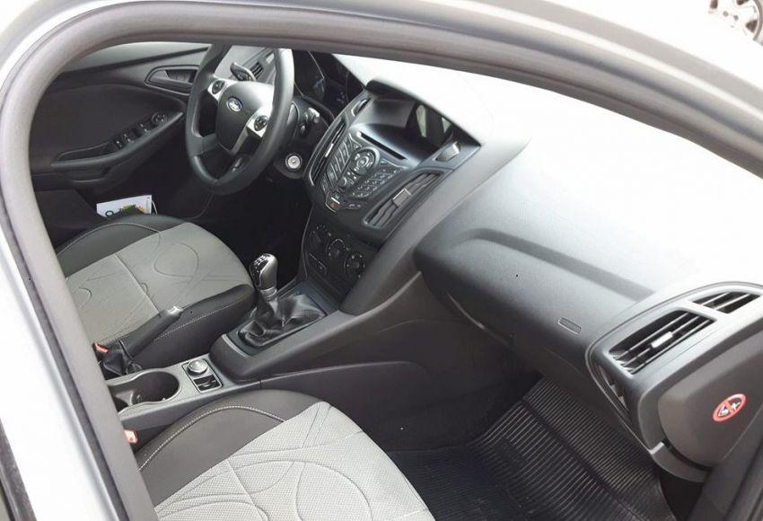 Ford Focus Hatch S 1.6 16V TiVCT - Foto #5