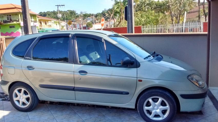 Renault Scénic RT 1.6 16V - Foto #1
