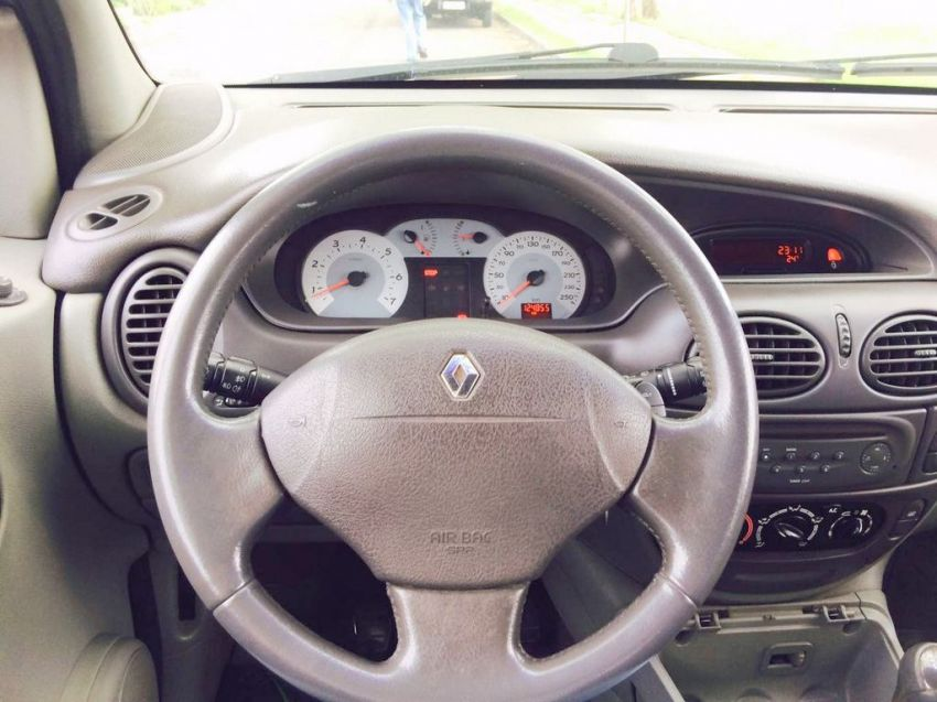 Renault Scénic Privilége 2.0 16V - Foto #9