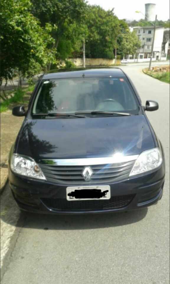 Renault Logan Authentique 1.0 16V (flex) - Foto #2