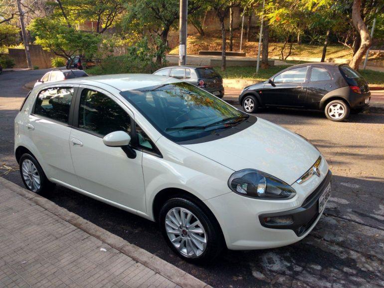 Fiat Punto Essence 1.6 16V (Flex) - Foto #1
