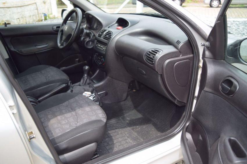 Peugeot 206 SW Presence 1.4 - Foto #2