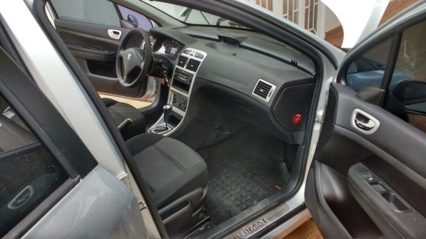 Peugeot 307 Hatch. Presence Pack 2.0 16V (aut) (flex) - Foto #3
