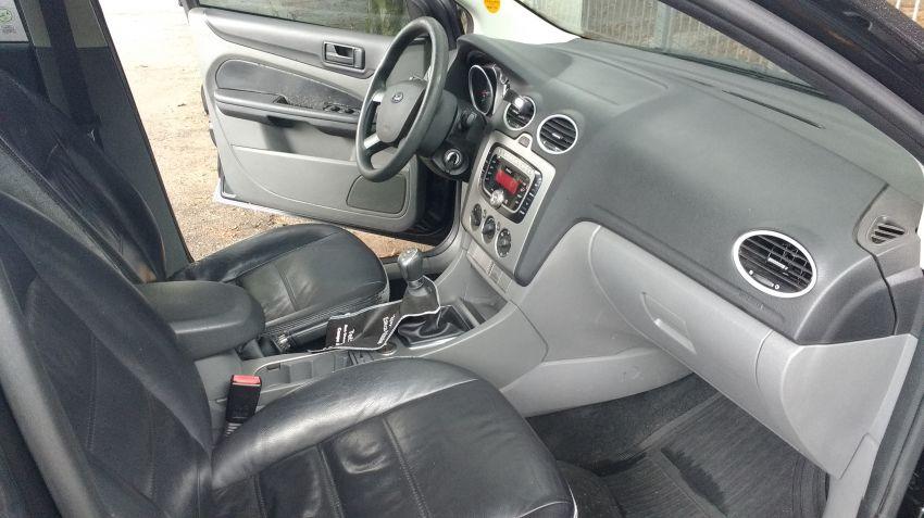 Ford Focus Hatch Ghia 2.0 16V Duratec - Foto #3