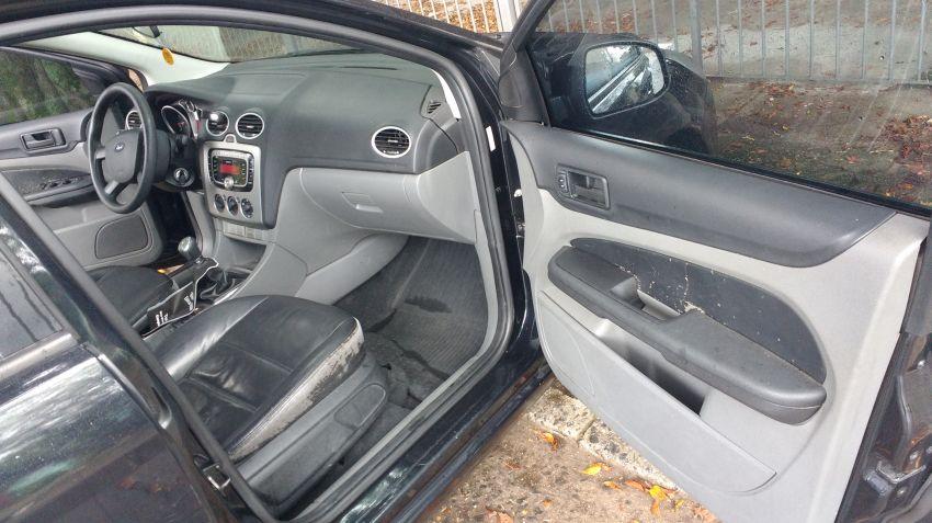 Ford Focus Hatch Ghia 2.0 16V Duratec - Foto #9