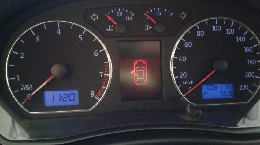 Volkswagen Polo Hatch. 1.6 8V I-Motion (Flex) (Aut) - Foto #3