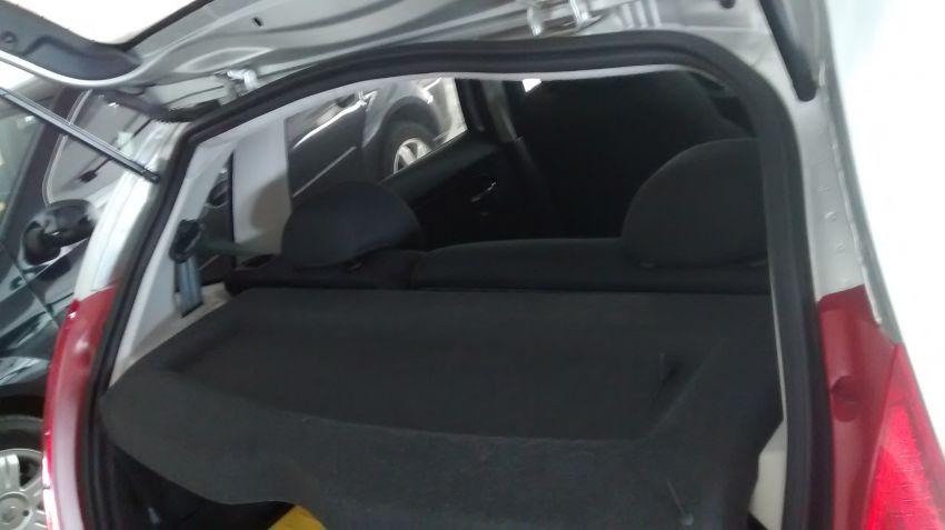 Citroën C3 GLX 1.4 8V (flex) - Foto #6