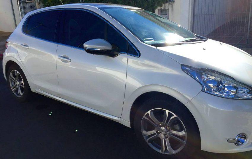 Peugeot 208 1.6 16V Griffe (Flex) - Foto #2