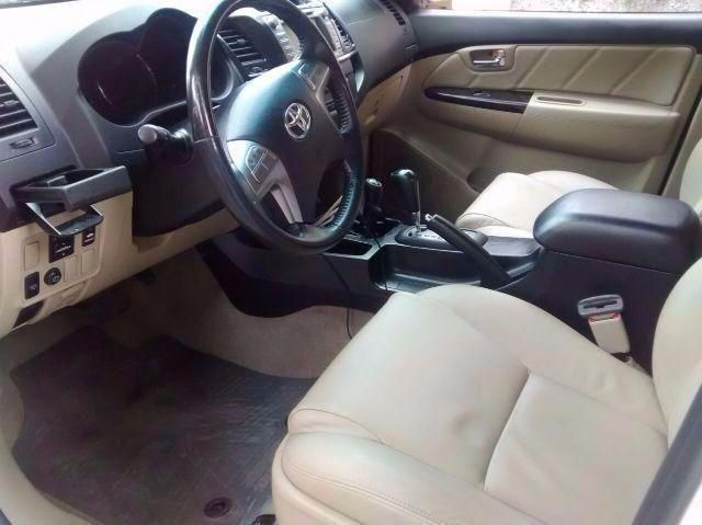 Toyota Hilux SW4 SRV 3.0 TDI 4X4 (5 Lugares) - Foto #2