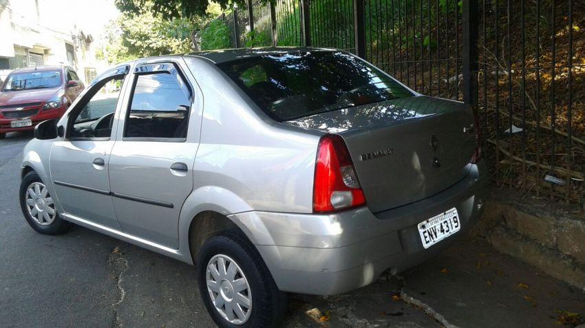 Renault Logan Authentique 1.0 16V (flex) - Foto #10
