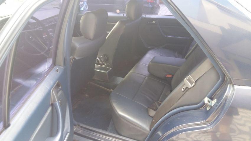 Mercedes-Benz 230 E 2.3 - Foto #1