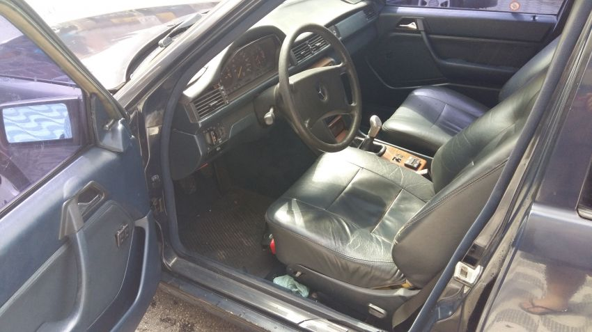 Mercedes-Benz 230 E 2.3 - Foto #4