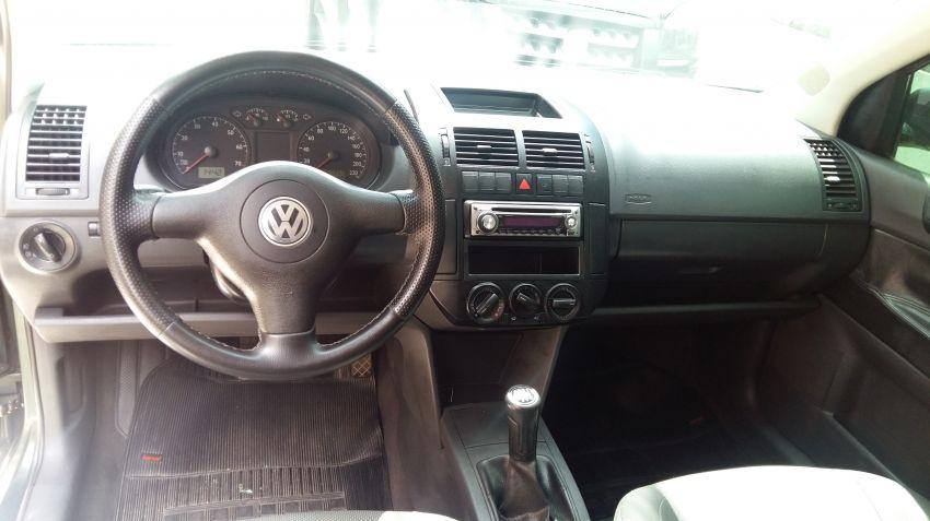 Volkswagen Polo Sedan 1.6 8V - Foto #5