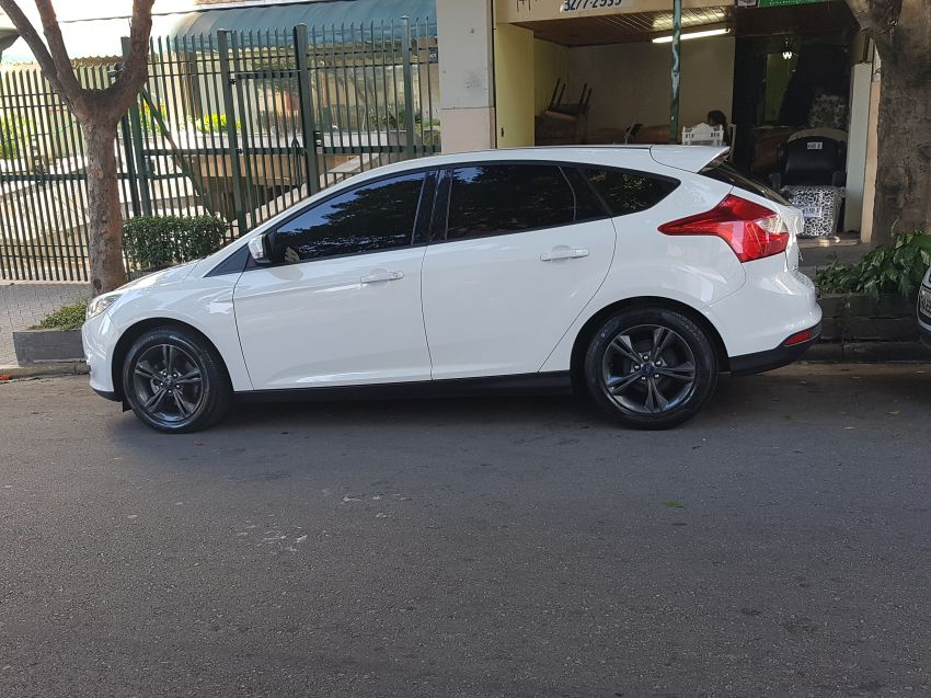 Ford Focus Hatch GL 1.6 16V (Flex) - Foto #1